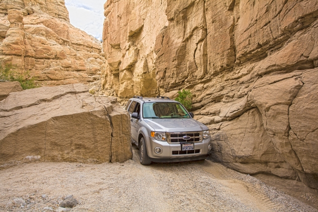 A tight place on the canyon floor.  Click on image to enlarge.